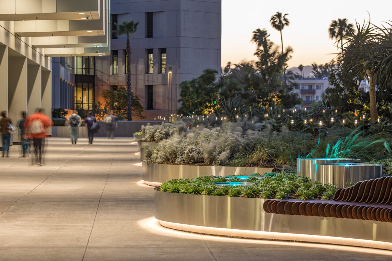 Cedars-Sinai Medical Center Plaza Healing Garden – Horton